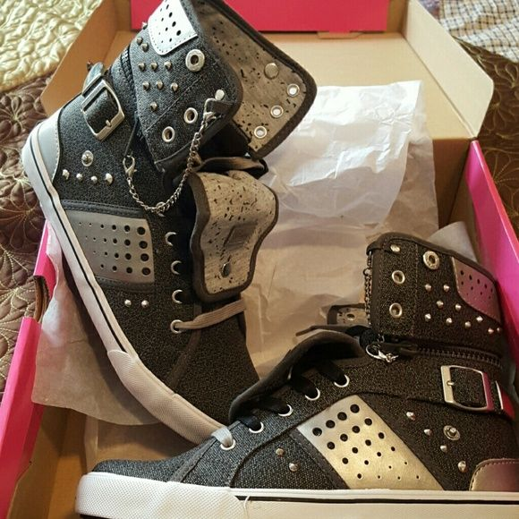 Pastry hi/low top sneakers BNWT pastry Shoes Sneakers