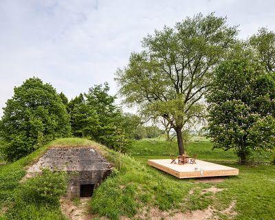 Un Bunker o refugio subterráneo convertido en casa de descanso.  http://www.quieromasdiseño.com/2014/12/un-bunker-o-refugio-subterraneo.html