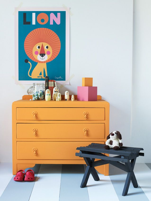 Little Greene Child-Safe Paints - Chest of Drawers -  Drawers in Marigold Stool in Chocolate Colour Walls in Bone China Blue - Pale Building blocks in Marigold and Carmine #verf #kinderkamer #kids