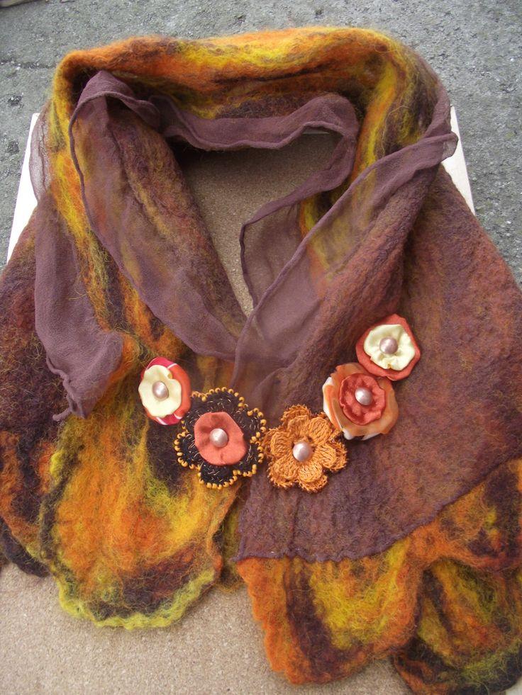 barnás narancsos 5 virág kitűzős nemezelt selyem gallér
