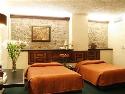 ✈️El Hotel Alameda Centro Histórico en Morelia, en el estilo moderno de esa época. Hoy, respetando su arquitectura y manteniendo muchos detalles y obras de arte, el hotel adquiere los avances de la hotelería moderna para brindarte un servicio de lujo.✈️