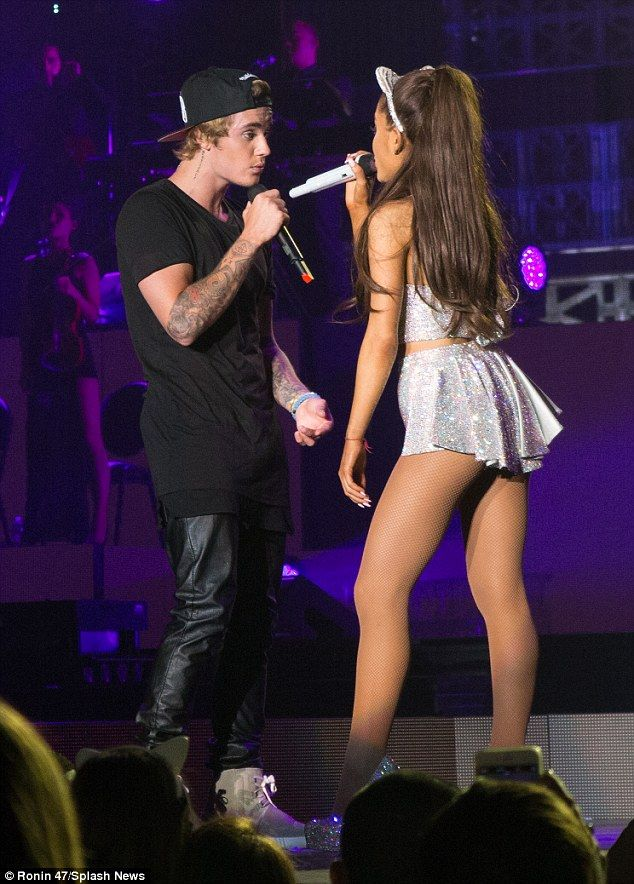 Look who's here: Ariana's fans had no idea Justin was showing up, with the singer earlier ...