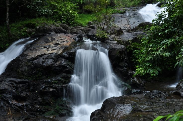 7 Nights & 8 Days Kerala Tour Packages. Destinations: Athirapally , Thekkady , Munnar , Kovalam , Alappuzha Houseboat  Book Now : http://www.vnhindia.com/packages?page_id=30&id=53