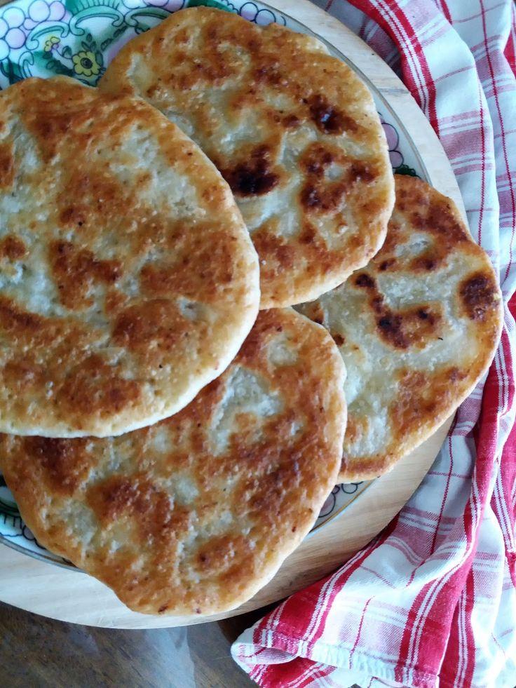 Τραγανές λαδόπιτες (παραδοσιακή συνταγή)  Τραγανιστά, γλυκά η αλμυρά σνακ με πολύ απλά υλικά.      θα χρειαστούμε:  400 γρ αλεύρι για όλες ...
