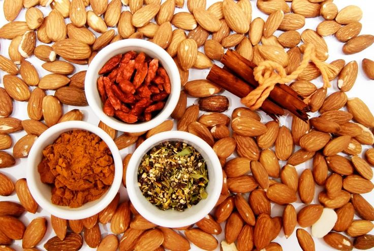 Almonds : 13 Raw Foods That Are Good For Your Skin | TOAT