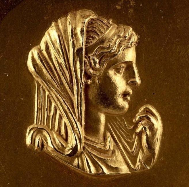 El Ministerio de Cultura de Grecia confirmó hoy que los restos óseos hallados en la tumba de Anfípolis -que data de entre 325 y 300 antes de Cristo-, en la región de Macedonia, per