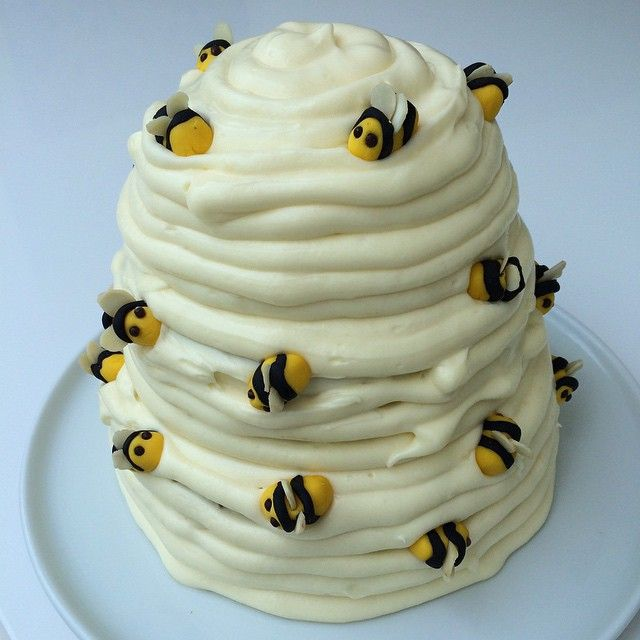 Beehive cake for teddy bear picnic party