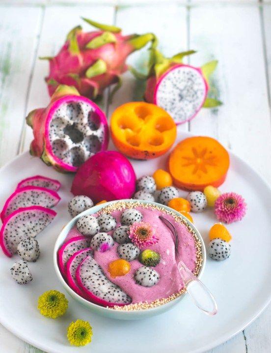 Rainbow Smoothie Bowl - der perfekte gesunde Start in den Tag! Gesundes Getreide, Joghurt und jede Menge Früchte und Beeren!