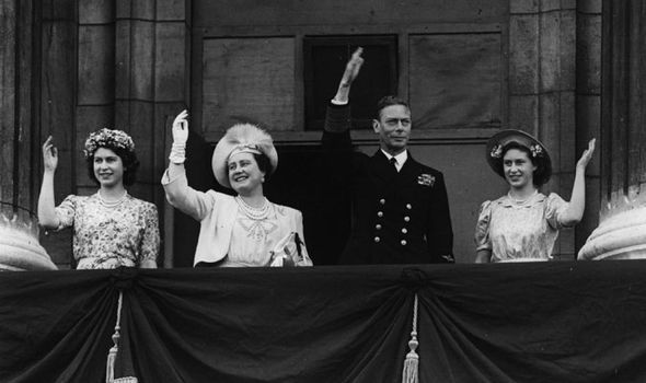 VJ Day Date | Britain remembers: 'Determined' Queen defies ISIS bomb plot to lead VJ ...