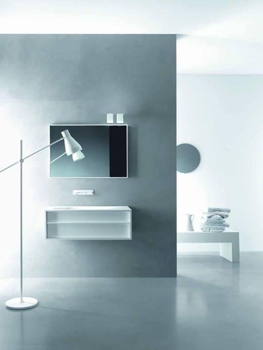 Falper Shape vanity with crystalplant intergrated basin. Mirror with frame in Cristalplant / Vanité avec plan en cristalplant et lavabo integré. Miroir en Cristalplant