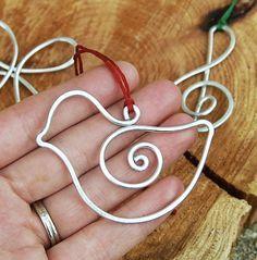 Wire bird ornament / Adorno de pájaro de alambre
