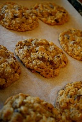 My Kitchen Escapades: Mrs Field's Oatmeal Chocolate Chip Cookies