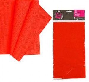 Obrus plastikowy w kolorze czerwonym. Idealny do dekoracji na urodziny lub grill party.