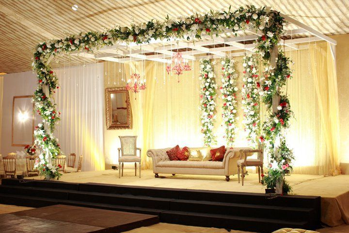 Simple baraat wedding day stage wedding decor for American wedding stage decoration