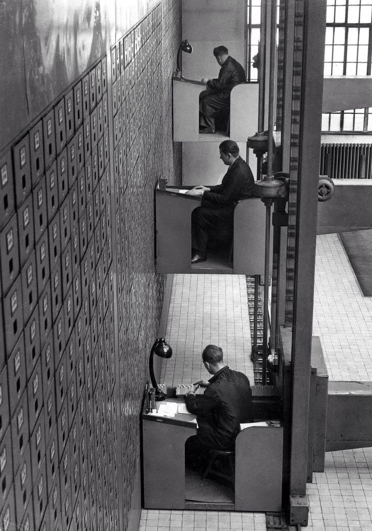 Electric elevator desks in Prague 1937