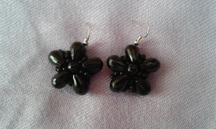 orecchini fiore onice su base ad uncinetto con monachella in argento