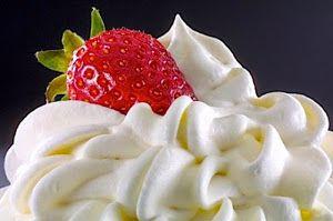 CREMA CHANTILLY  La Crema Chantilly no es mas que una crema de leche, a menudo edulcorada, que ha sido batida para incorporarle aire. Si la nata tiene un 30% o más de grasa puede ser mezclada con aire, de modo que las burbujas de aire son capturadas en una red de gotitas de grasa Por su alto contenido en proteína y el coloide resultante adquiere aproximadamen ...