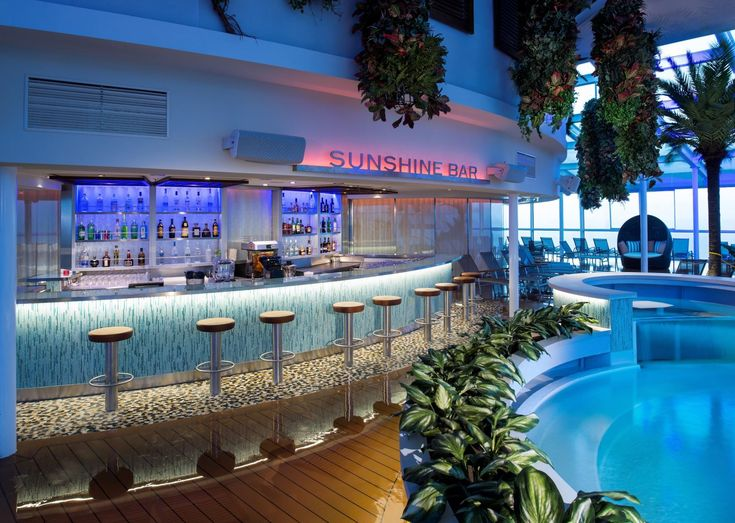Sunshine Bar (Deck 14): Located in the adults-only, daylight-filled Solarium section at the front of the ship, this pleasant bar is relatively peaceful. Freshly squeezed orange juice is available here (for a fee), which is handy for the adjacent bistro at breakfast time.