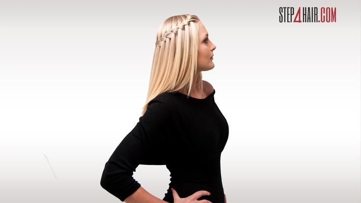 """Warkocz ściśle przylega do głowy, a pasma włosów swobodnie opadają na ramiona, tworząc tym samym specyficzny """"wodospad""""."""