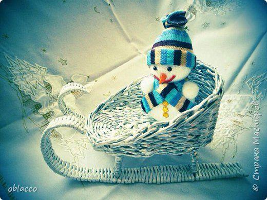 Поделка изделие Новый год Плетение Новогодние интерьерные сани из трубочек Бумага газетная Краска фото 1