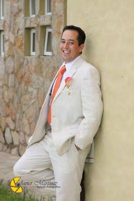 Traje de novio ideal para tu boda en playa por Bodas Huatulco