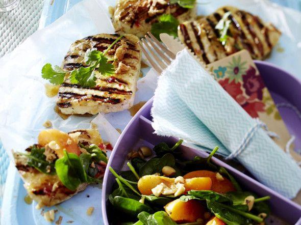 Halloumi mit Aprikosen-Spinatsalat Rezept