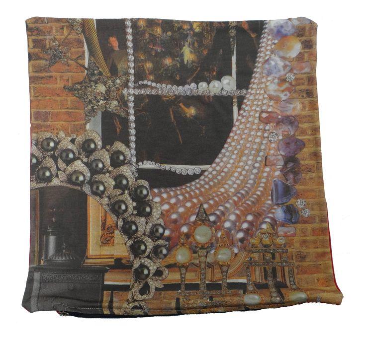 """Baumwolle plüschkissen, die teil der berühmten geschichte """"Das kleine Mädchen mit den Schwefelhölzern"""" von Hans Christian Andersen zeigt.  #hcandersen #kissen #ruhekissen #fürbett #kunst #kissenverkaufen #märchen #handgefertigt #digitalbedruckte #bedruckte #dekor #innenarchitektur #luxus #geschichte"""