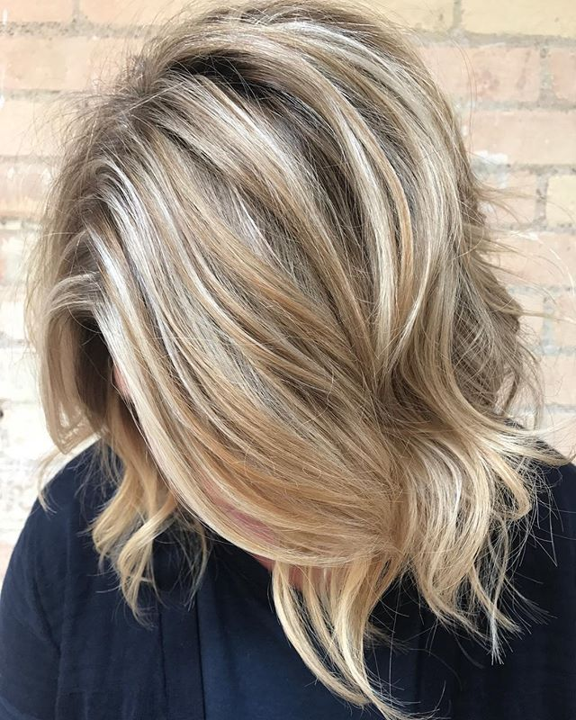 Dimension Lightener ☀️: @oligopro  Tone 💦: @redken  Strength 💪🏼: @redken bond builder Waves: @bioionicla . . . #dimensionalblonde #blondehair #loosewaves #bioionic #bigrapids #bigrapidsmichigan #michigansalon #michiganstylist #michiganbalayage #naturalbeauty #naturalbeautysalonandspa #modernsalon #behindthechair #americansalon #citiesbesthairartists #shadeseq #highlights #summerhair Natural Beauty from BEAUT.E