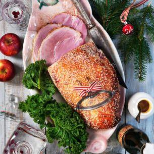 Griljera julskinka är väldigt enkelt och går snabbt. Här är recept och steg för steg-guide till hur du gör en klassisk griljering. En succé på julbordet.