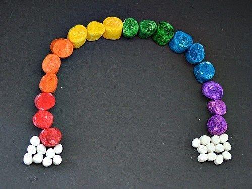 make a rainbow by painting marshmallows- kidsplaybox.com