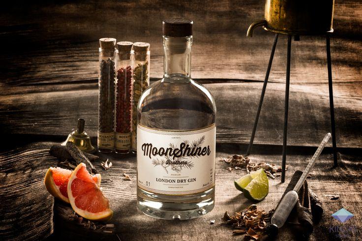 Campaña de fotografía publicitaria realizada para la marca de Gin Moonshiner Brothers.  Fotografía: Kinoki studio
