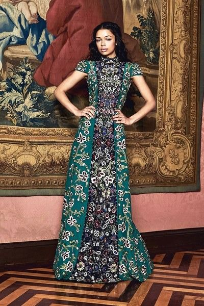 View the full Alice + Olivia Fall 2017 ready-to-wear collection.