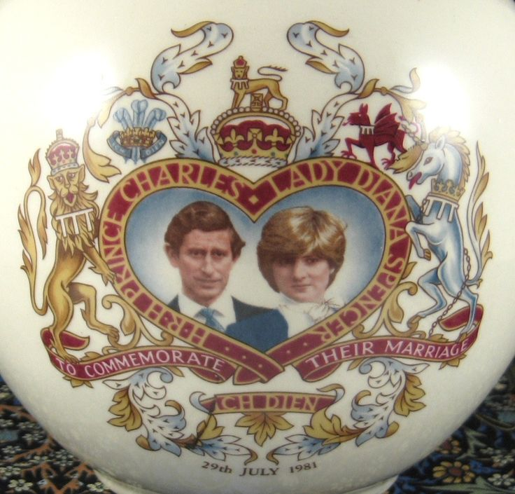 Sadler Royal Wedding Tea Caddy commemorative souvenir of the 1981 wedding of Prince Charles and Lady Diana Spencer (Princess Diana) with photographs of the couple in a heart shape panel centred in elements from the Royal Coat Of Arms, 1981, ceramic, UK