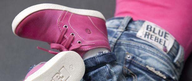 Wat een fijne schoenen voor kleine mensjes, deze #falcotto #kinderschoenen van #naturino. 100% #leder met heel flexibele zool; ideaal voor de #afwikkeling van kleine voetjes. Verkrijgbaar van maat 18 t/m 25. Super stoer onder coole jeans maar ook zó leuk te dragen met maillot onder jurkje. Wil jij een paar #winnen voor jouw dochter? Kijk snel op AllinMam.com