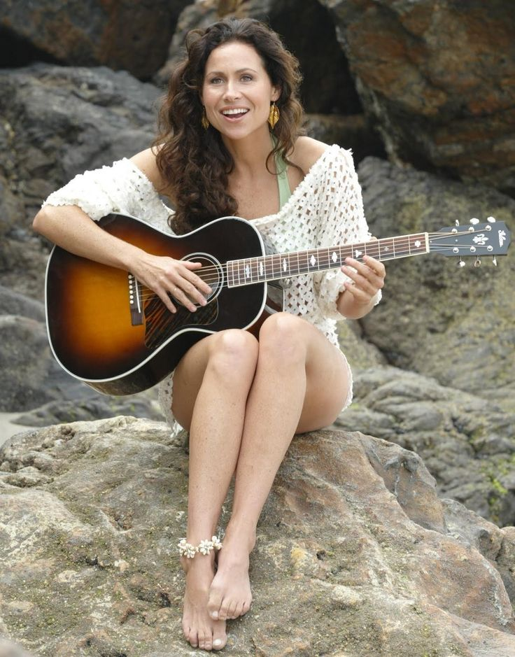 minnie_driver_guitar-seated_08237.jpg 1,253×1,600 pixels