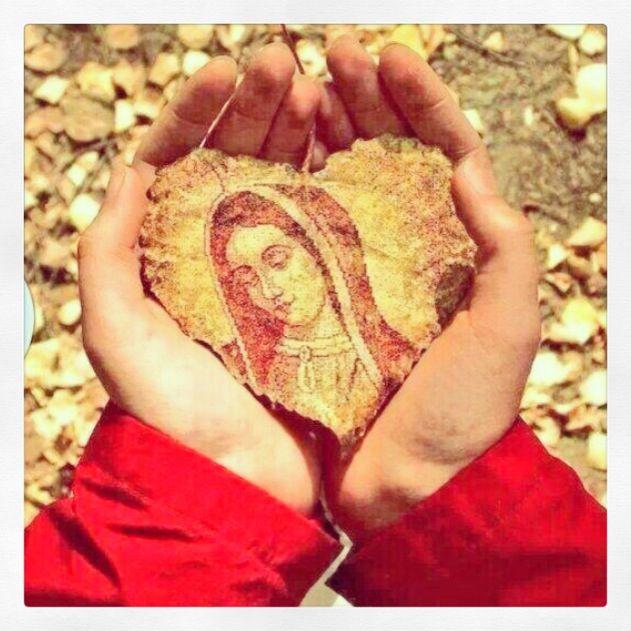 En tus manos Mamita María ❤️