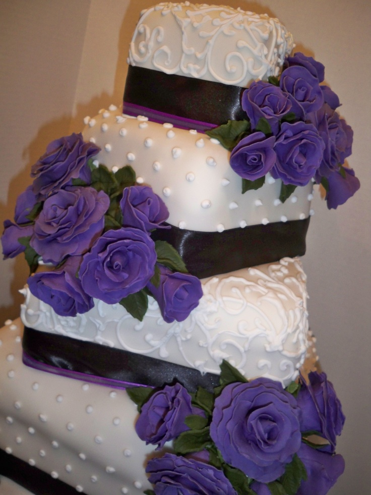 wedding cake with purple flowers 200 best images about wedding cakes on 26946