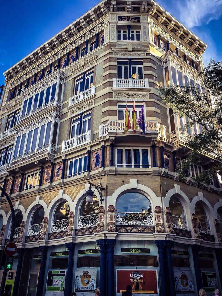 Edificio Monforte, Antiguos Almacenes Isla de Cuba. Calle San Vicente esquina Plaza de la Reina, Valencia . Obra de: Lucas García Cardona, 1895.