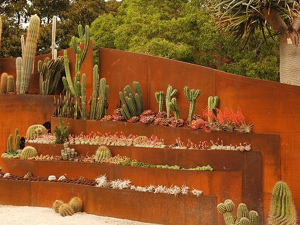 This installation blends artistic and sculptural features into the architecture of the garden — the result is a unique living sculpture.