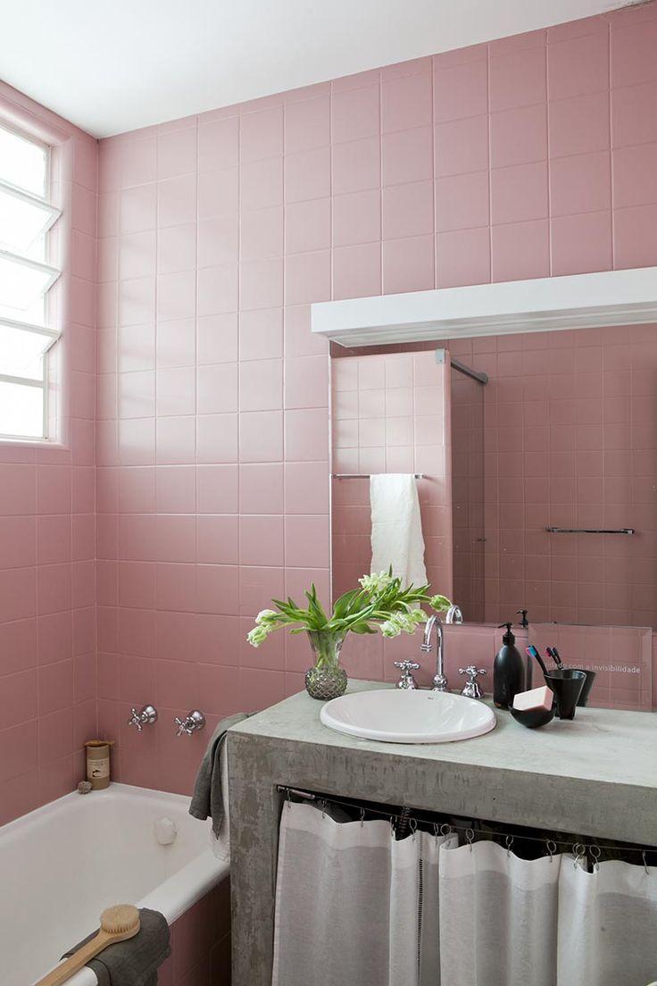 Recuerdos - AD España, © Filippo Bamberghi Casa en Sao Paulo El baño, original de la casa, fue pintado del mismo color rosa que el de la abuela de la propietaria, que pasó allí gran parte de su infancia.