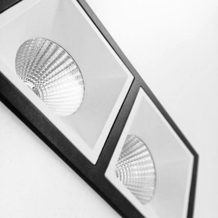 Серия встраиваемых светильников KVADRA - это одиночные, или двойные светильникки с аккуратным обрамлением в цвет светилька либо наоборот на контрасте с общим цветом.