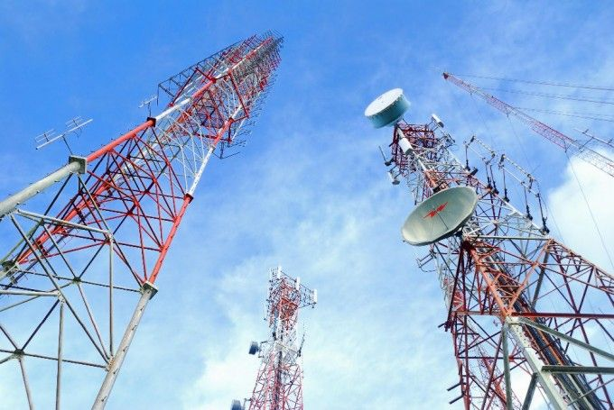 Colegio de Ingenieros estudia colocación de torres celulares en casas