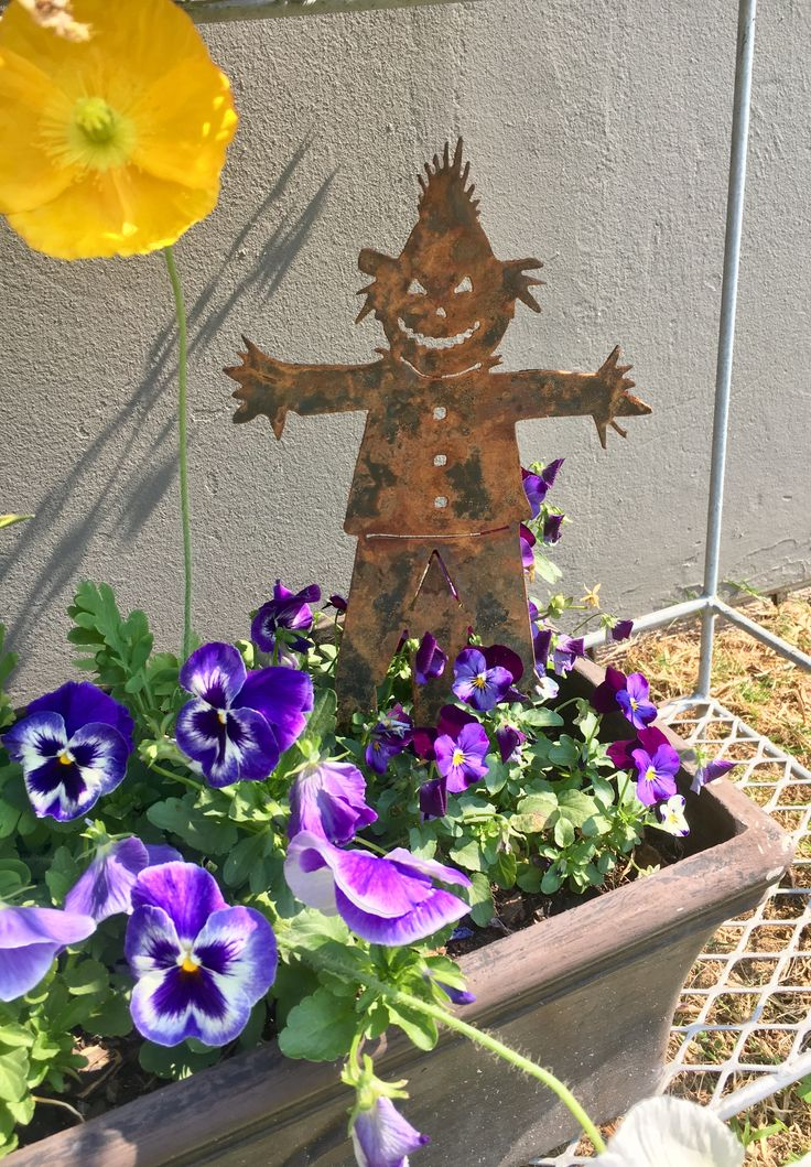 Rustic metal scarecrow. Made by Chanzco.