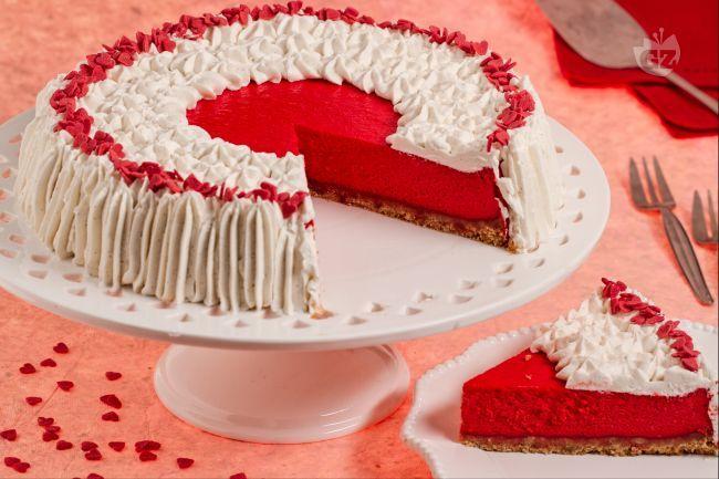 La Red Velvet cheesecake è una versione dell'omonima torta americana. E' un dolce adatto alle feste o per una merenda gustosa e spettacolare