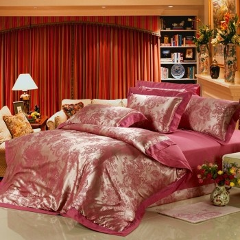 The flower bedding sets shows romantic and warm rose themed. Add a new look to your bedroom decor by adding this red and gold bedding sets today. The Hot Pink Bedding Sets present aesthetic and noble sense, show your great living taste. This romantic bedding sets showcases the perfect updated, modern print.