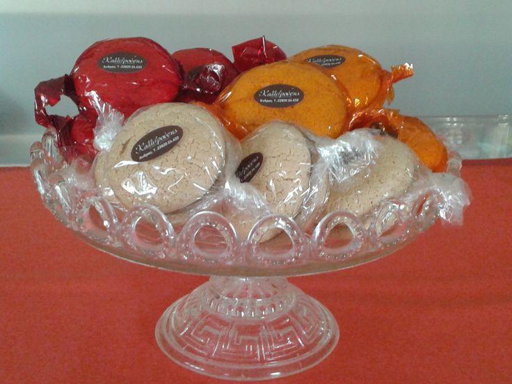 Παστιτσάκια γεμισμένα με μαύρη ή λευκή σοκολάτα και μαρμελάδα βερύκοκο ή φράουλα at www.kallivroussis.gr