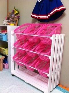 すのこを使ったインテリア家具(収納棚)