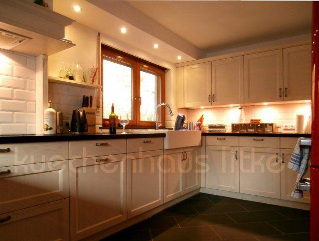 Landhausküche Lack matt lasiert nach Kundenwunsch mit Spülstein und Metro-Fliesen #Spülstein #magnolie