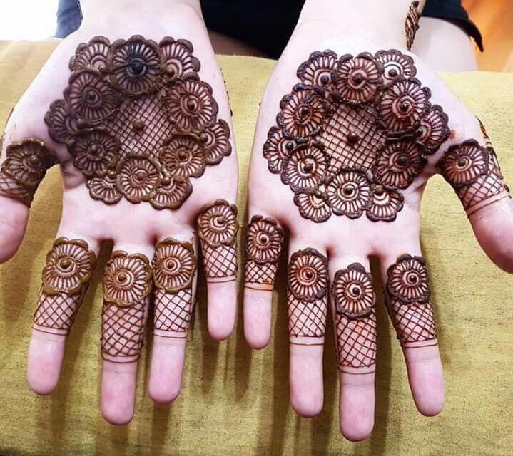 Interesting twist to mehandi henna using lace pattern