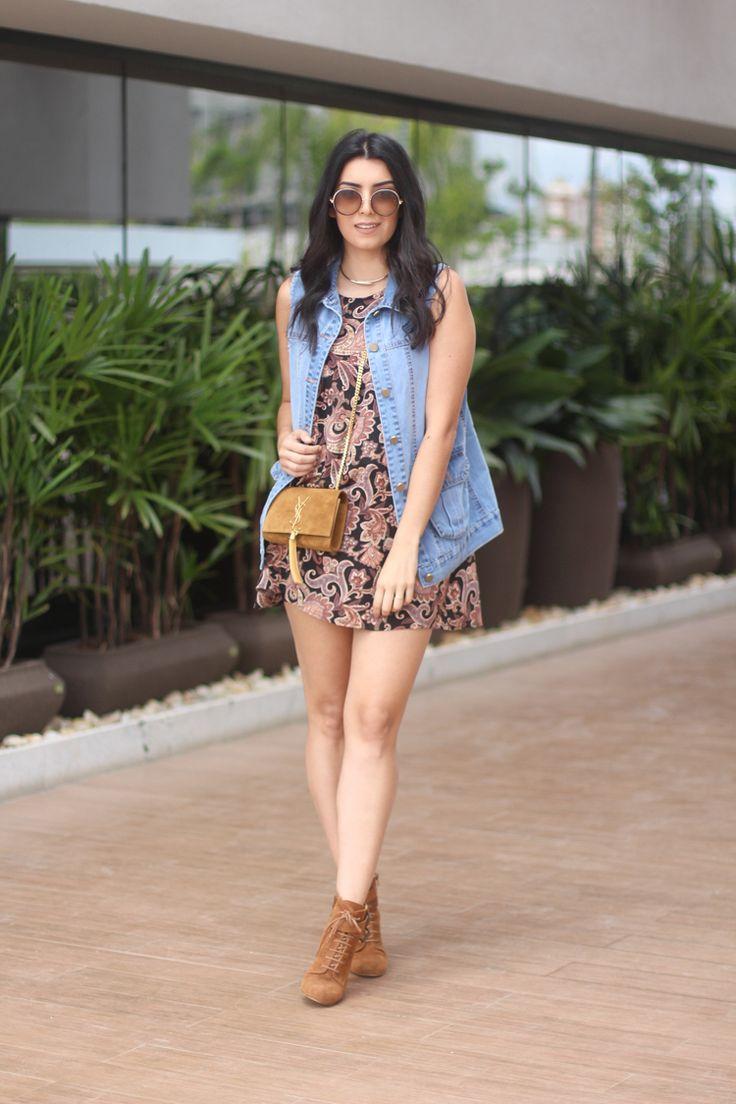 look vestido soltinho com colete jeans moda fashion borboletas na carteira